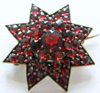 Brooch with Garnet