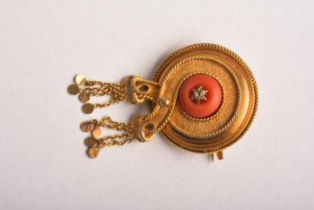 Gold brooch circular shape with red coral
